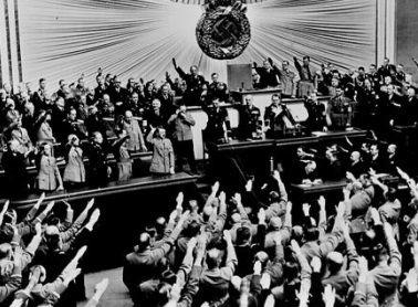 ヒトラーとヴァイマール憲法」池...